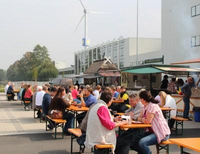 Bei einem leckeren Grillbuffet ließen die Besucher den Tag der offenen Tür gemütlich ausklingen.
