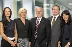 V.l.n.r.: Mag. Martina Kurz, Mag. Barbara Feldmann, Senator Herbert Lugmayr, Dr. Christian Widhalm und Mag. Martina Flitsch (Foto: Novomatic AG)