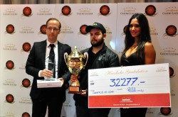 V. l. n. r.: Diemo Kästner, Pokerchef des Grand Casino Luzern; Stefan Zollinger, Sieger des 9. Poker Circle Swiss Open und Bianca Sissing, Botschafterin des Grand Casino Luzern.