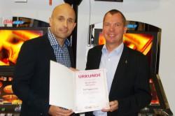 Ralf Eggemann (re.) und Regionalvertriebsleiter Andreas Sander (li.)