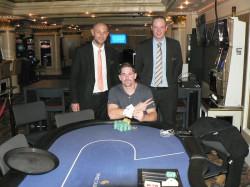 Im Bild von links nach rechts: Tom Strobel (Swiss Casinos Schaffhausen), Jonathan Pletscher, Eugen Kress (Swiss Casinos Schaffhausen, Pokerpalace).