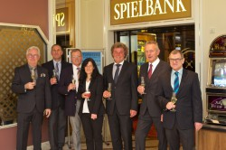 V.l.n.r.: Klaus Maywald, Andreas Boller, Harald Baumgärtner, Anita Kiefer, Michael Seegert, Falk Stollstein, Michael Stork. (Foto: Spielbank Bad Dürkheim)