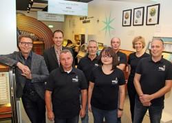 Das Team des Deutschen Automatenmuseums (v.l.n.r.): Armin Gauselmann, Sascha Wömpener, Josef Herb, Manfred Rathert, Jessica Midding, Matthias Diekmann, Heike Bohbrink und Ingo Rosenbrock.