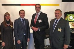 V.l.n.r.: Christine Kroke (Pressereferentin DAW), RA Jörg Meurer (Geschäftsführer DAGV), Alexander Schweitzer (SPD-Fraktionsvorsitzender RLP) und RA Georg Stecker (Sprecher d. Vorstandes d. Deutschen Automatenwirtschaft)
