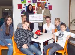 Wolfram Seiffert überreichte die Spende an Susanne Kübeler.