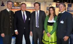 Von links nach rechts: Christian Szegedi (BAV), Georg Stecker (DAW), Andreas Scheuer (Generalsekretär CSU), Petra Höcketstaller (BAV), Andy Meindl (BAV).