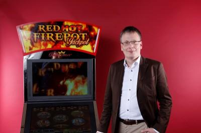 Geschäftsführer Lars Rogge vor dem Single Jackpot.