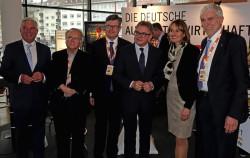 V.l.n.r.: Thomas Strobl (CDU) , Reiner Lauser (Lauser GmbH), Dirk Lamprecht (AWI), Guido Wolf (CDU), Kathrin Schütz (CDU), Alfred Haas (Automatenverband Baden-Württemberg). (Foto: AWI)