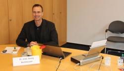 Dr. Georg Backhausen führt die Untersuchungen bei der Schlaganfall-Info-Tour im Altkreis bereits seit vielen Jahren durch und berät zudem auch über die Prophylaxe-Maßnahmen.