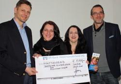 Burkhard Revers überreichte die Spende der Schmidt Gruppe an Dagmar Klose, Corinna Brandenburger und Christian Schemmer. (v.l.n.r)