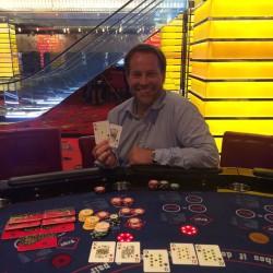 Im Bild der glückliche Gewinner des Poker-Jackpots im Swiss Casinos Zürich: Peter Studler