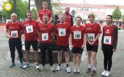 Die erfolgreichen Läuferinnen und Läufer der BSG Merkur Gauselmann: Björn Bünermann, Bernd Wiegmann (hinten, v.l.n.r.), Bernd Tinscher, Robert Hill, Michael Faludi, Rainer Backhaus, Svenja Backhaus, Mareike Kattner und Christine Warkentin (vorne, v.l.n.r.).