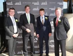 Freuen sich über den neuen, modernen Spielbank-Standort im Tivoli – WestSpiel-Geschäftsführer Steffen Stumpf (links) und Lothar Dunkel (rechts), Spielbankdirektor Thomas Salinger (2.v.r.) und Oberbürgermeister Marcel Philipp. (Foto: J. Grüger)