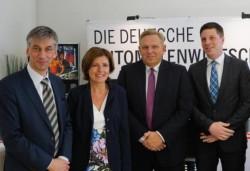Von links nach rechts: Stefan Tidow (Landesvertretung RLP), Malu Dreyer (Ministerpräsidentin RLP), Georg Stecker (Vorstandssprecher DAW) und Christian Quandt (Länderreferent DAW)