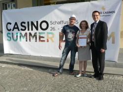 Von links nach rechts: Herr Udo Heckel, Frau Elena Bessonova (Gewinnerin) und Tamas Szeker (Gaming Manager Swiss Casinos Schaffhausen)