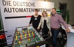 Von links nach rechts: Kroke (DAW), Natascha Kohn (General- Sekretärin Bayern SPD), Ismael Gök (Bayerischer Automatenverband) (Foto: Jörg Koch/ Bayern SPD)