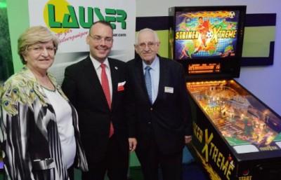 Von links nach rechts: Elfriede Lauser, Peter Friedrich (Minister f. Bundesrat, Europa und internationale Angelegenheiten) und Gustav Lauser. (Foto: LV Baden-Württemberg)