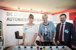 Von links nach rechts: Christine Kroke (DAW-Pressereferentin), Petra Ernstberger (Parlamentarische Geschäftsführerin SPD-Bundestagfraktion), Norman Ilsemann (DAW-Länderreferent) Foto: Network Media GmbH