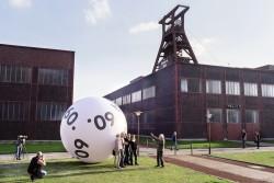 Nicht nur für Kulturfreunde ein schützenwertes Denkmal: Die Zeche Zollverein in Essen kann dank WestLotto-Fördergeldern für Besucher weiter bestehen. Kürzlich entstand hier ein neuer Rundweg zum Entdecken und Entspannen. (Foto: Andreas Herzau)