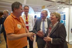 Lotto-Geschäftsführerin Marion Caspers-Merk mit dem Aufsichtsratsvorsitzenden Peter Hofelich (2.v.re.), Staatssekretär im Ministerium für Finanzen und Wirtschaft.