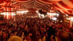 """Über 4.000 Gäste ließen sich bei """"Lotto hockt"""" auf dem Cannstatter Volksfest von der tollen Atmosphäre begeistern."""