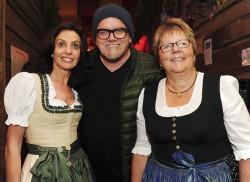 Lotto-Geschäftsführerin Marion Caspers-Merk (re.) mit Stargast DJ Ötzi und Wasen-Wirtin Sonja Merz.