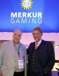 Vorstandssprecher der Gauselmann Gruppe Paul Gauselmann, ISA-GUIDE Chefredakteur Reinhold Schmitt (l.)