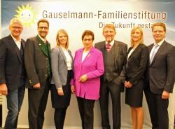 Der Stiftungsbeirat: (v.l.n.r.) Michael Gauselmann, Karsten Gauselmann, Sonja Gauselmann, Karin und Paul Gauselmann, Janika Gauselmann, Armin Gauselmann.