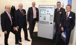 Der HESS-Stand auf der E-World 2016 wurde betreut von Günter Miekley, Ludwig Roß von den Stadtwerken Gronau, Andreas Kaspar, Carsten Ebeling und Wolfgang Ristau (v.l.n.r.)