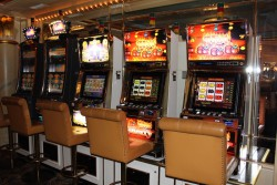 An dieser Glücksspielautomaten-Bank im Swiss Casinos Schaffhausen wurde der Rheinfall Jackpot gewonnen.