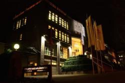 Die Lotto-Zentrale bei Nacht.