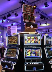 Die Spielemacher präsentieren auf dem Euromat Gaming Summit in Barcelona das innovative Upright-Gehäuse Merkurstar.
