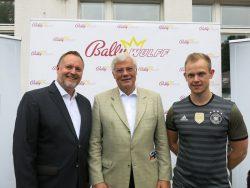 Stadtrat Falko Liecke, Geschäftsführer Wolfram Seiffert und Profispieler Johannes Kirsch.