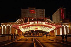 Der heutige Eingang des Circus Circus. (Foto: Mutari / GFDL)