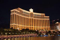 Das Bellagio Las Vegas bei Nacht. (Foto: Patrick Pelster / CC BY-SA 3.0 de)