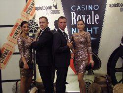 """""""Mein Name ist Braun. Jochen Braun."""" Stilvoll begrüßte Duisburgs Spielbankdirektor den Überraschungsgast der Casino Royale Night. (Foto: WestSpiel)"""