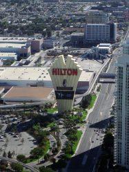 Das Werbeschild des Las Vegas Hilton. Mit 85 Metern Höhe seinerzeit Weltrekordhalter. (Foto: Mrs. Gemstone / CC BY-SA 2.0)