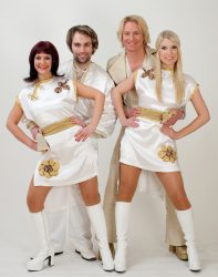 """Thank you for the music"" heißt es am Silvesterabend bei der großen ABBA-Show in der Spielbank Duisburg. (Foto: Dancing Fever / blm music GmbH)"