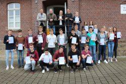 23 Schülerinnen und Schüler vom Söderblom-Gymnasium lernten beim Wirtschaftsplanspiel der Gau- selmann Gruppe die Abläufe in einem Unternehmen kennen.
