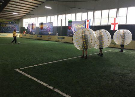 Die skandinavische Trendsportart Bubble Soccer verspricht jede Menge Spaß und Action.