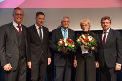 Über Gratulationen zum 40-jährigen Jubiläum freute sich Carl-Heinz Otto und  Rita Kösters freute sich über die Glückwünsche zum 45-jährigen Jubiläum.