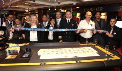 """Das Casino-Team der """"MV Zenith"""" feierte die offizielle Eröffnung des Schiffs-Casinos."""