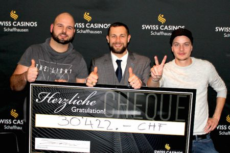 Von links: Marcel Brunner, 1. Platz; Tom Strobel, Swiss Casinos Schaffhausen; Oliver Keller, 2. Rang