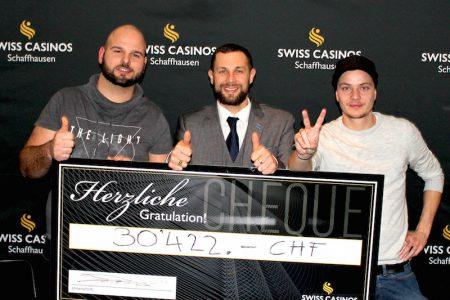 Von links: Marcel Brunner, 1. Platz; Tom Strobel, Swiss Casinos Schaffhausen; Oliver Keller, 2. Rang