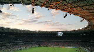 Jubelnde Fans im Stadion