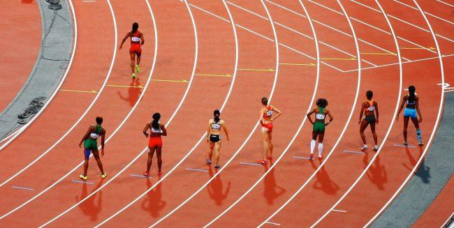 Fehlstart einer Läuferin bei einem Leichtathletik-Wettbewerb