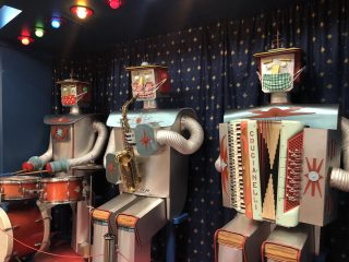 Roboterband mit Masken