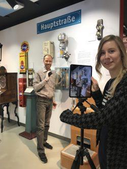 Organisatorin Fabiana Kresse und Museumsleiter Sascha Wömpener bei den Aufnahmen fuer den IMT 2020