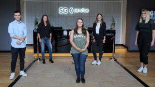 Ausbildungsstart bei der SG Service Zentral GmbH: Nadja Beer (2.v.l.) begrüßte gemeinsam mit Anna Wieschues (1.v.r.) die neuen Auszubildenden.