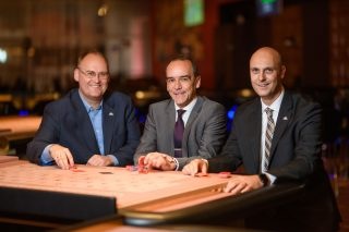 Direktur pelaksana Spielbank Berlin: (dari kiri ke kanan) Marcel Langner, Gerhard Wilhelm dan David Schnabel.  (Foto: Spielbank Berlin)